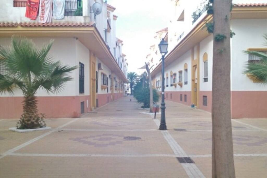 Calle de acceso a la vivienda (peatonal).