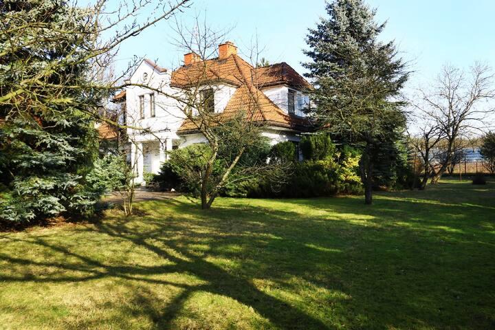 Dom 300 m - Ursynów, 2500 m ogrodu+domek letni