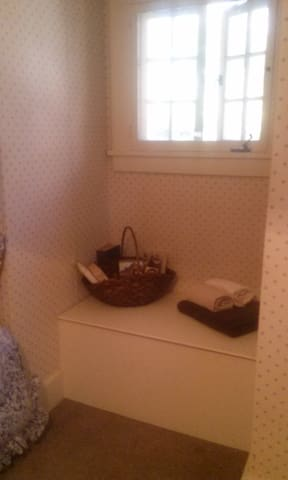 Cozy Tudor Cottage, in lovely town - Ridgewood - Apartment