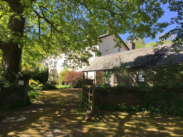 Old Salting Barn-Llandetty-Private Ensuite Annexe