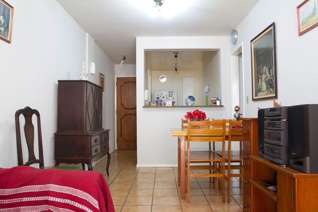 Sala de estar e cozinha americana