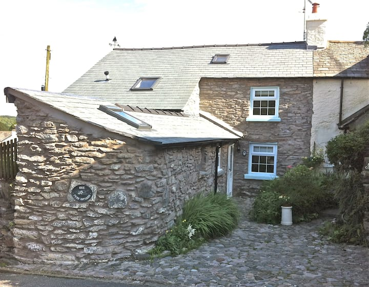 Cosy Oak Beamed Stone Cottage, Lake District