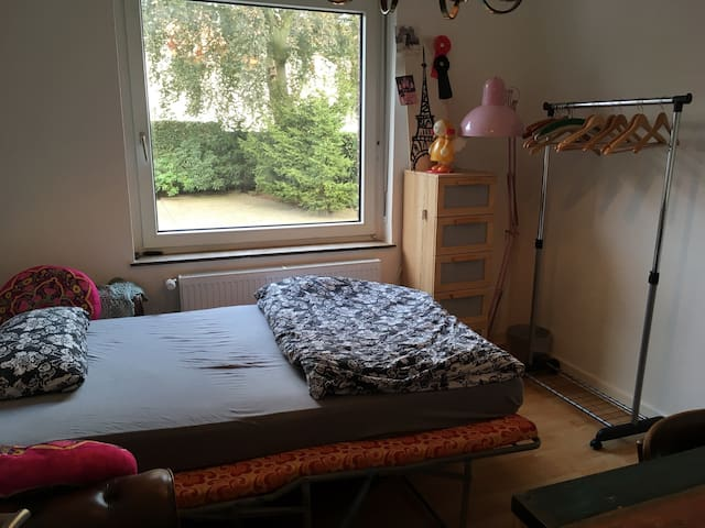 Bright, cozy room in creative flat - Oelde - Appartement