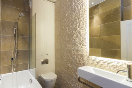 First class accomodation, dream area, v central - London - Apartment