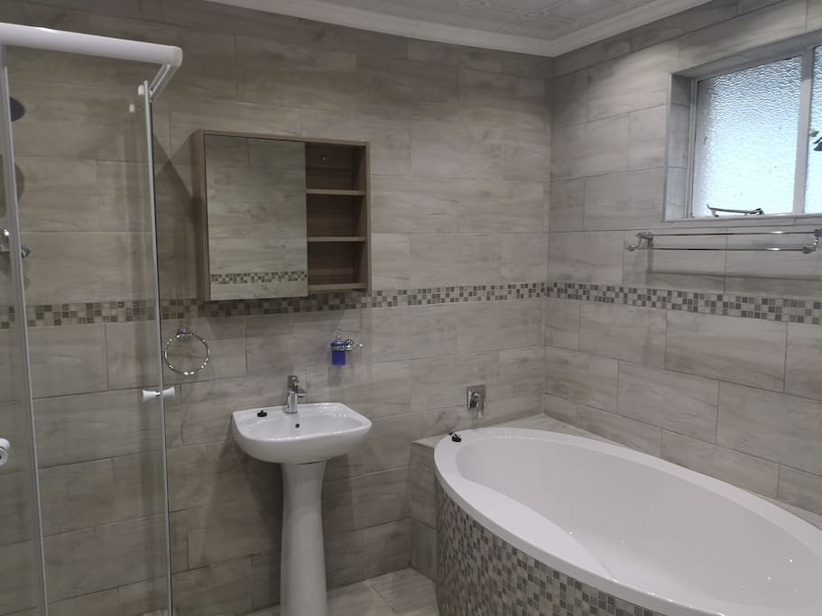 Bathroom full en-suite