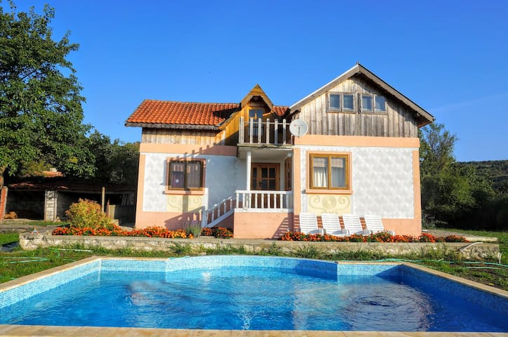 Holiday villa for family vacation - General Kantardzhievo - House