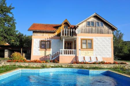 Holiday villa for family vacation - General Kantardzhievo - Hus