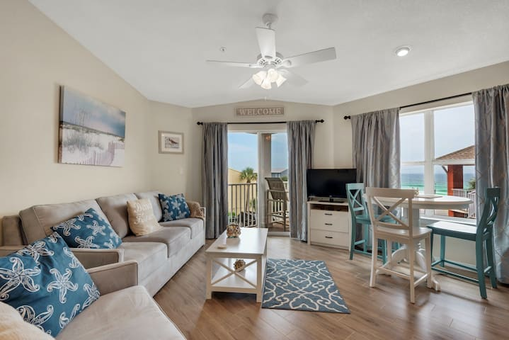 Cozy condo, Steps from the beach, Convenient to entertainment