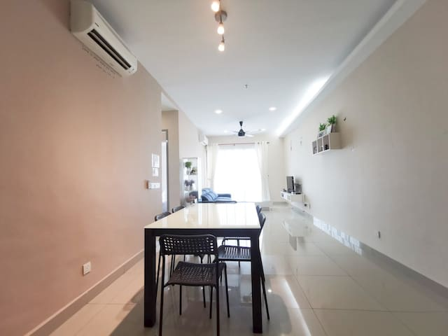 Best Apartment Place stay nearest UPM/MIECC
