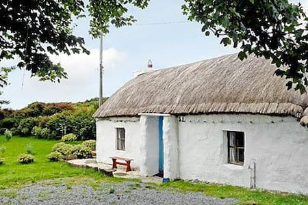 Rural Romantic Thatched Cottage  - House