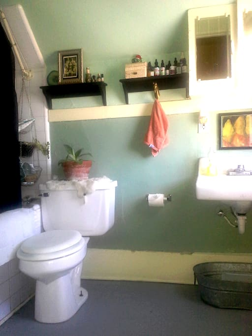 A charming little bathroom with a nice breeze.