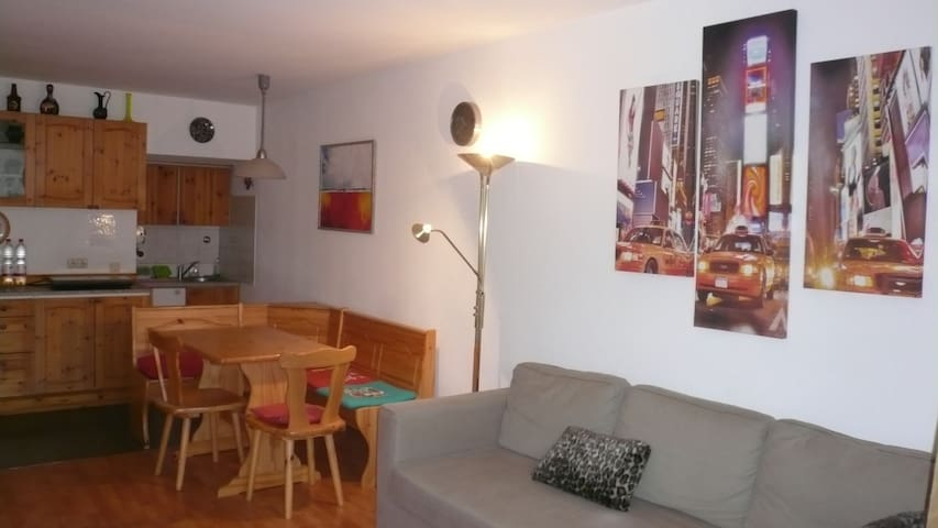 Romantic 2-room apartment with a he - Offenbach - Huoneisto