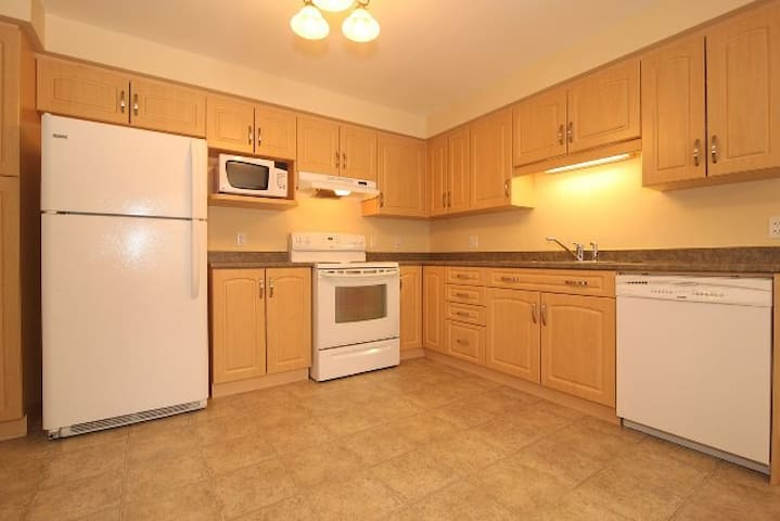 Kanata, Spacious, Clean & Comfy - Available NOw