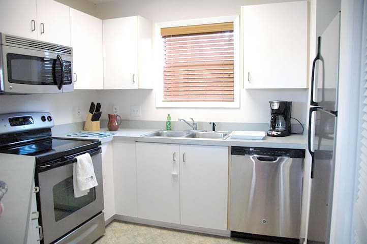 Good quality SHARP knives and a well appointed kitchen with new appliances.