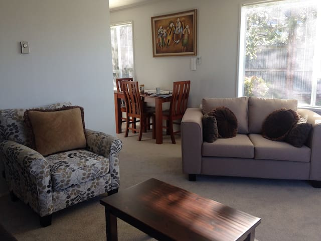 Cosy 2 Bedroom unit with parking - Timaru - Apartment