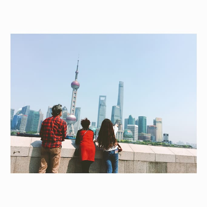 Family at the Bund