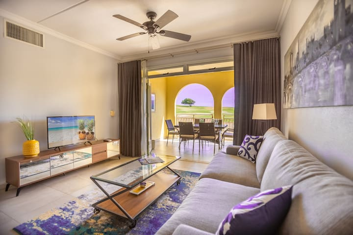 Condo, on the golf course within minutes to beach!