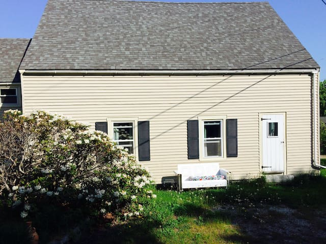 Affordable Apartment Walk to Town - Vinalhaven - Apartment