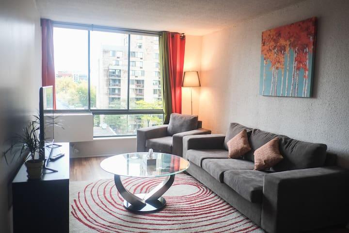 Bright Apt Heart of DT, Free Indoor Parking - Montreal - Apto. en complejo residencial