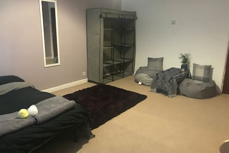 Large room for females and couples in SE9 London
