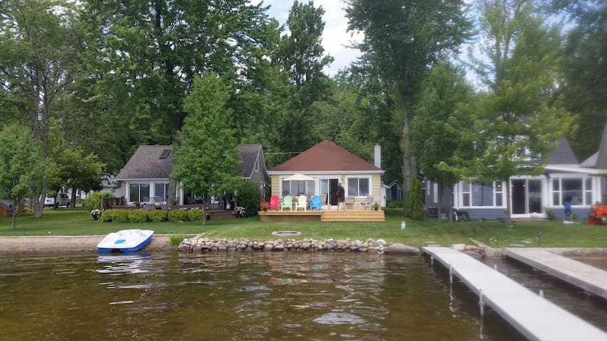 Waterfront Cozy Cottage on Big Portage Lake!