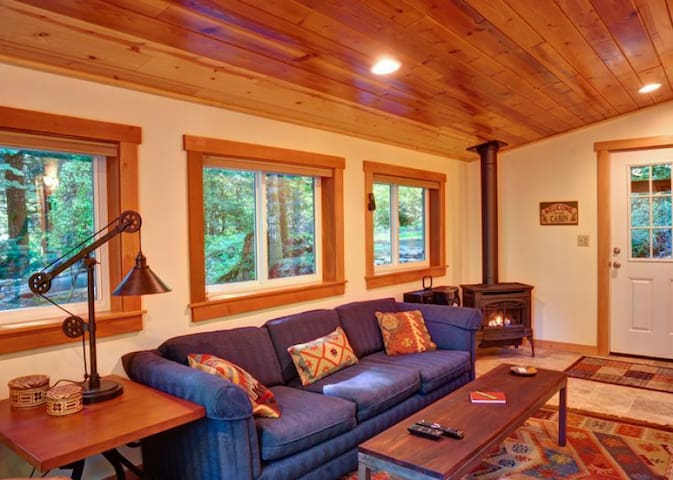 Unwind and relax in the secluded Firwood Cabin, decks, hot tub, BBQ, dog-friendly, near hiking trails and recreation.