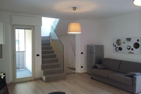 Casa moderna nel pieno centro di Sondrio - Sondrio - Talo