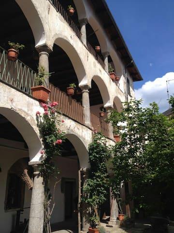 Casa Clerici-Ca' del merican-stanza con terrazzo - Brolo - Leilighet