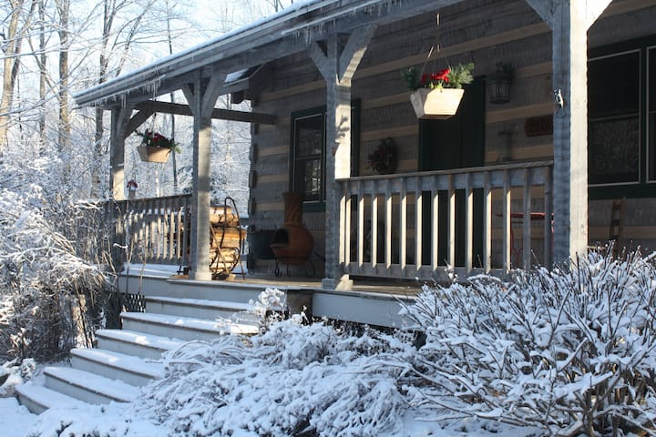 Northwoods Retreat -Peaceful and Private