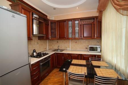 3-ком квартира в тихом центре - 明斯克 - 公寓