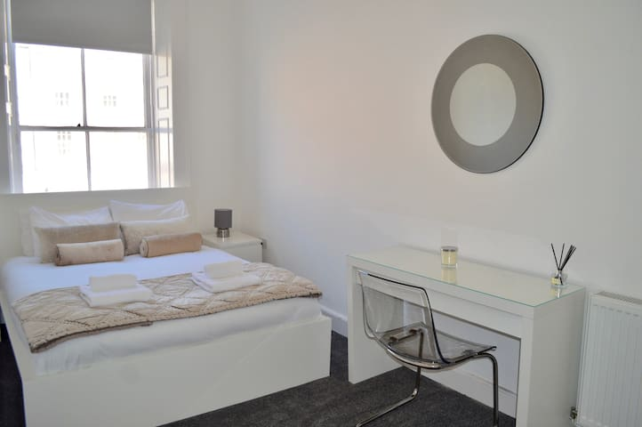 3 Bedroom spacious, modern flat in the city centre