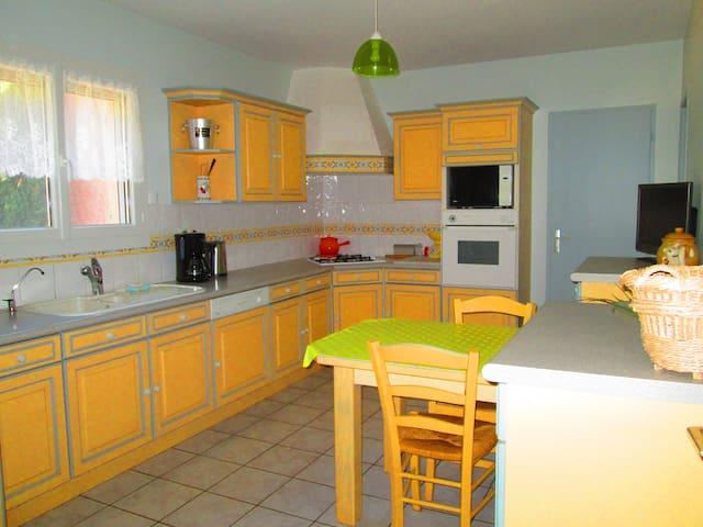 Maison de plain pied calme, proches commodités - Saint-Geniès-de-Comolas - Talo