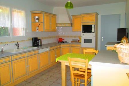 Maison de plain pied calme, proches commodités - Saint-Geniès-de-Comolas - Rumah