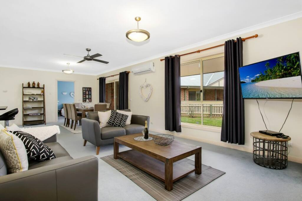 Valley View Townhouse Three Bedroom Two Bathroom Townhouses For Rent In Bright Victoria