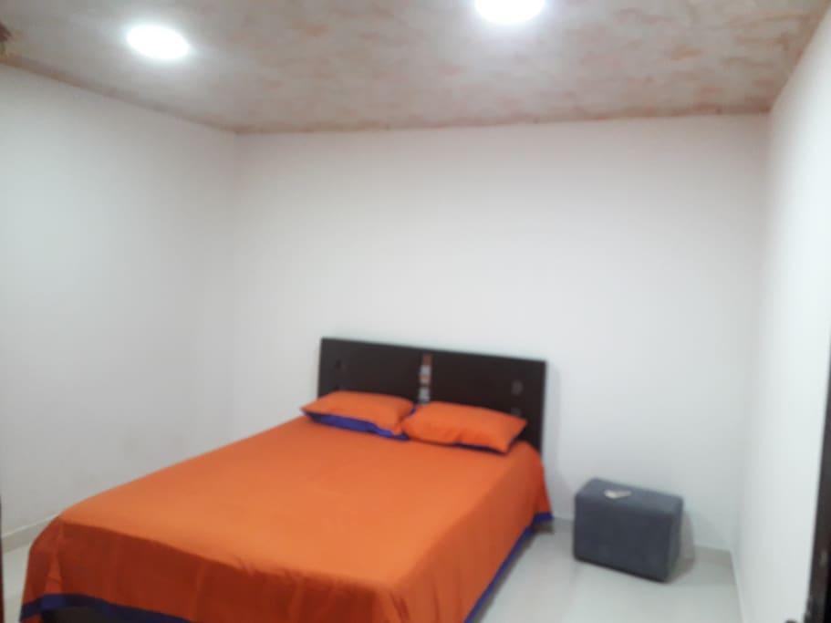 Habitación principal cuenta con aire acondicionado
