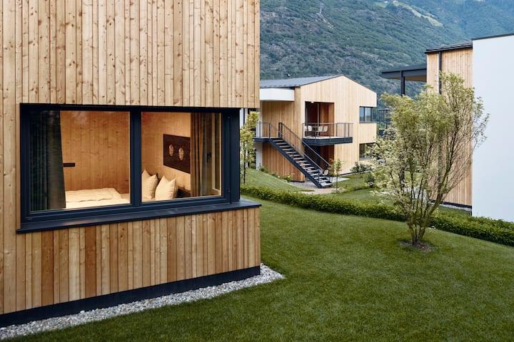 Golden Lodge Garden - Cirna Gentle Luxury Lodges