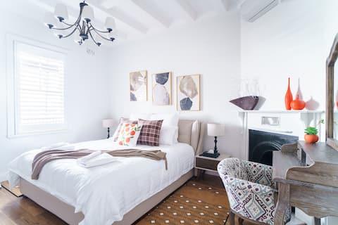 Sydney's Modern Historical Water View 3 Bedroom #1