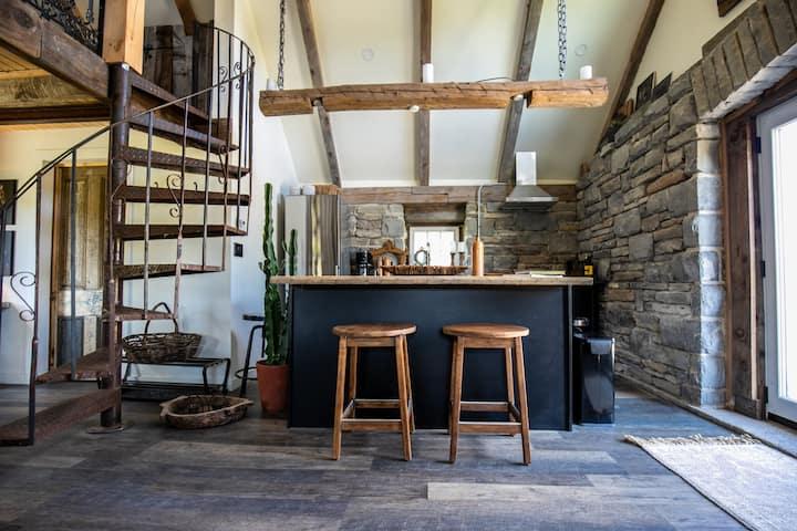 UNIQUE Hay Bay Stone House- Explore the County