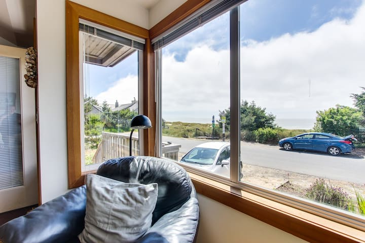 Charming, oceanfront cottage with ocean views & easy beach access!