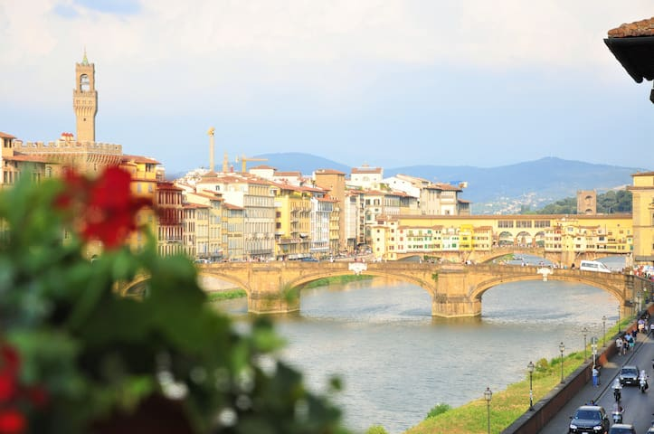 Valia Florence  Arno View (Single Room)