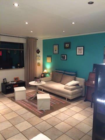 Schönes Zimmer mit Bad & Balkon - Dormagen - Apartment