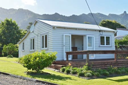 """Little squirt"" - our kiwi dream - Whangarei Heads - Hus"