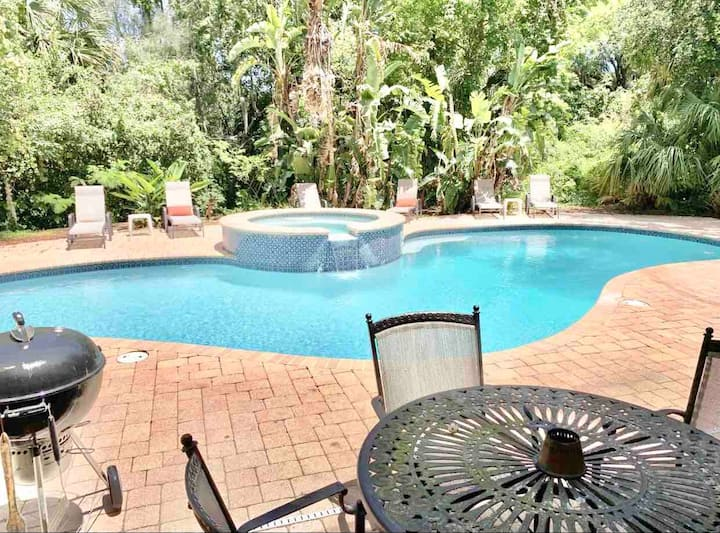 101 -Pool Suite With Private Entrance & Full Bath