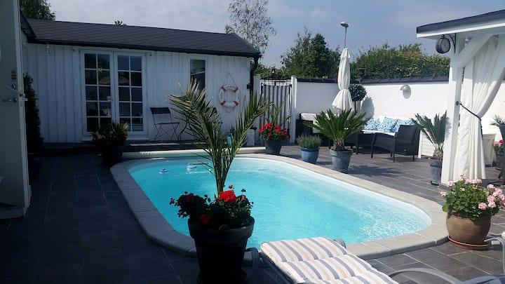 Mysigt spansk inspirerat Beach hus m pool Borgholm