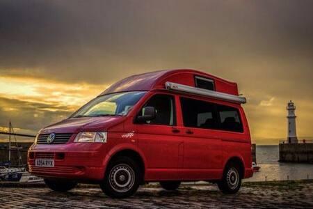 Big Adventure VW Camper Van in Midlothian - 에딘버러
