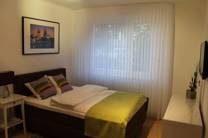Luxuriöses Zimmer mit TV/Dusche/WC