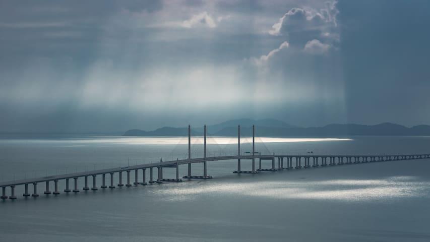 Breathtaking Sea & Bridge View With Vintage Feel!