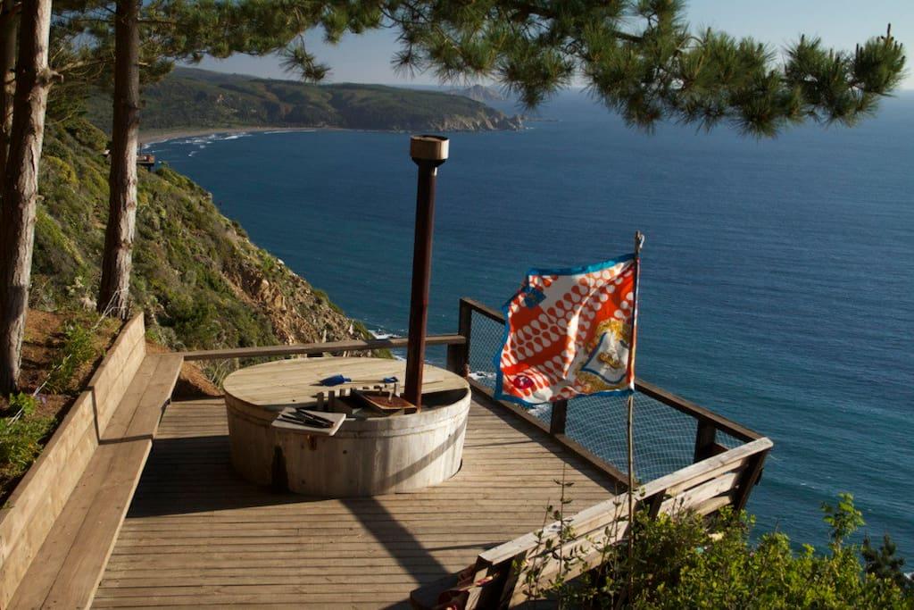 Hot tub mirando la playa de Puertecillo
