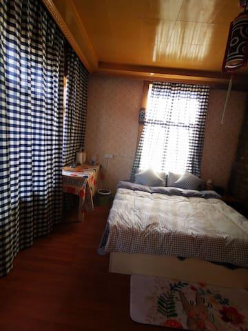 拉萨布达拉宫那里民宿阳光景观大床房209(独卫)
