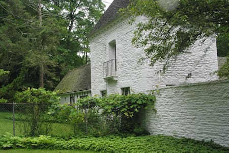 Gatehouse sleeps 9 private estate - Croton-on-Hudson